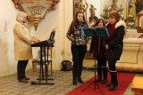 Zpívání koled v hoštickém kostele